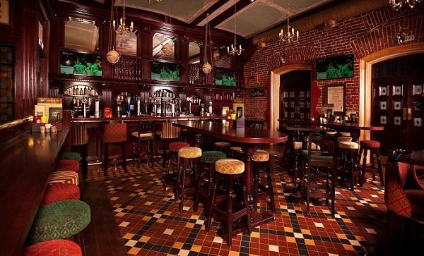 бар с красивым интерьером